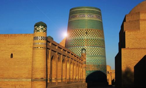 "Torres legendarias / Faros, minaretes, campanarios, rascacielos • <a style=""font-size:0.8em;"" href=""http://www.flickr.com/photos/30735181@N00/32493407726/"" target=""_blank"">View on Flickr</a>"