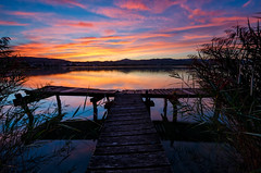 the sun is coming up (Martin Häfeli Photography) Tags: longexposure morning blue sky orange lake water clouds sunrise reflections schweiz switzerland see pier nikon wasser long exposure purple suisse angle jetty zurich wide wolken wideangle zürich nikkor sonnenaufgang spiegelung steg morgens langzeitbelichtung oberland weitwinkel 7000 bootssteg 7k zürcher pfäffikersee pfäffikon landungssteg zürcheroberland anlegesteg 1024mm d7000 nikond7000 fischersteg afsdx1024mm afs1024mm13545g