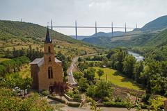 Peyre - L'glise, le Tarn et le viaduc de Millau (jpdelalune) Tags: france rivire peyre midipyrnes viaducdemillau lesplusbeauxvillagesdefrance culte comprgnac