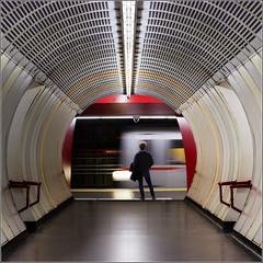 Week 39/52: Waiting for the Metro (Hervé Marchand) Tags: vienna circle subway square austria métro transport symmetry vienne standalone 52weeksthe2015edition week382015 weekstartingthursdayseptember172015