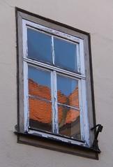 (:Linda:) Tags: roof reflection window germany town thuringia peelingpaint flagholder schleusingen