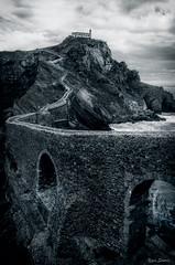 Le vieux pont vers la chapelle / The old bridge to the chapel (YS-Photography) Tags: ponts publication eglises paysagesmarins