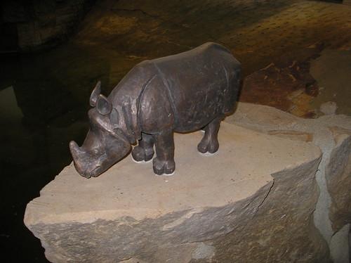 2005 Berlin Panzernashorn von Stefan Horota Bronze Dickhäuterhaus Tierpark Friedrichsfelde Am Tierpark 39 in 10319 Friedrichsfelde