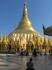 "Yangon: la pagode Swhedagon <a style=""margin-left:10px; font-size:0.8em;"" href=""http://www.flickr.com/photos/127723101@N04/22884751573/"" target=""_blank"">@flickr</a>"