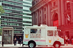 (Chlou) Tags: new city nyc newyorkcity usa building truck yok icecream analogphotography icecreamtruck