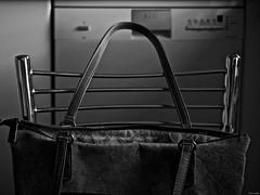Vive la vida (Luicabe) Tags: blancoynegro bolso cabello corcho enazamorado interior lavavajillas luicabe luis máquina metal monocromático silla yarat1