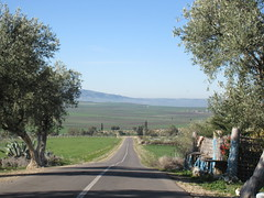 Highway and mountain view near turn-off for Volubilis, Morocco (Paul McClure DC) Tags: morocco almaghrib fèsmeknèsregion volubilis jan2017 scenery
