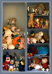 Souvenirs, souvenirs... (Pascal Rey Photographies) Tags: toys jouets café digikam digikamusers linux opensource freesoftware ubuntu france fra poupées peluches dolls