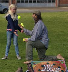 Free Juggling Lessons (swong95765) Tags: balls juggle juggling lessons kid girl man teach teacher park