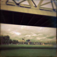Blurry Bridges (Helldorado Berlin) Tags: park bridge urban berlin green clouds u2 bridges saturday u1 brcke sussexfilm hipstamatic parkamgleisdreieck oggl sergiolens