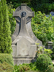 Belecke, Friedhof (RainerV) Tags: friedhof geotagged deutschland nikon osm deu nordrheinwestfalen warstein grabmal openstreetmap 1507 belecke p7800 rainerv geo:lat=5148222811 geo:lon=833442271 free4osm