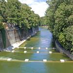München - Seitenarm der Isar - von der Maximilian-Brücke (2) thumbnail