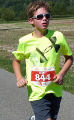 Henry (Cavabienmerci) Tags: boy sports boys sport race children schweiz switzerland kid  child suisse running run course runners pied runner triathlon laufen triathlete lufer lauf 2015 uster