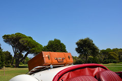 en route pour de nouvelles aventures!!!!!! see you soon!!! (ichauvel) Tags: voituredecollection oldcar valise suitcase pinsparasol trees cielbleu bluesky france southoffrance frenchriviera côtedazur var saintraphael europe voyage travel jour day exterieur outside holidays vacances westerneurope getty