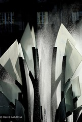 Fontaine (hervekaracha) Tags: france paris xxéme fontaine d200 nikon