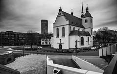 Koeln_im_Karneval (lotharmeyer) Tags: köln kirche alt und neu schäälsick karneval sw archtektur modern romanisch