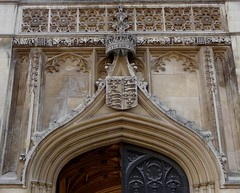 Arms of the King of England (1399-1603) above the Gatehouse of King's College (heffelumpen9) Tags: cambridge architecture kingscollege royalarms universityofcambridge williamwilkins