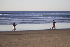 (Yossarian1224) Tags: cannonbeach children oregon playacting princess