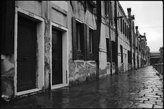 Burchielle (|γ|S| GammaSintesi) Tags: minox35gt blackandwhite bw ilford hp5plus film пленка venezia venice italia италия italy monocrome pellicola v700 arsimago monobath