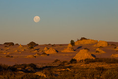 Mungo Lunette Moonrise (robertdownie) Tags: lake old woman man sand ancient desert dunes australia age dune clay newsouthwales bones outback years artifacts erosion eroded lunette archaeological mungo wallsofchina aborigional nsw golgol zanci