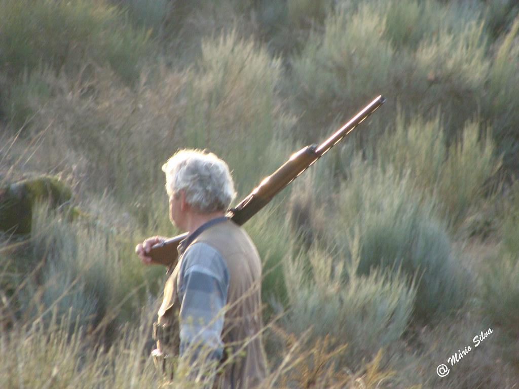 Águas frias (Chaves) - ... caçador ... descansando a arma ...