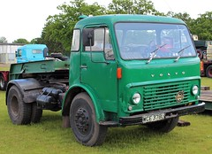 WCE 378L (1) (Nivek.Old.Gold) Tags: 1972 volvo f86 tractor unit lowloader trailer