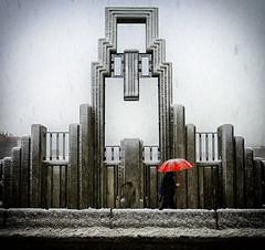 De lo efímero bis. (carles ribera) Tags: alcoi nevada bridge umbrella