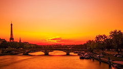 and I still can see your halo (PokemonaDeChroma) Tags: laseine seineriver water longexposure paris france fr europe pontalexandreiii bridge pont sunset soleilcouchant riviere canoneos500d leebigstopper ndfilter eiffel tower ef1855mmf3556 october 2015 octobre