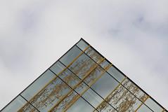 Piramid of glass (mennomenno.) Tags: hogeschoolrotterdam lijnen lines rotterdamzuid thenetherlands glass glas abstract