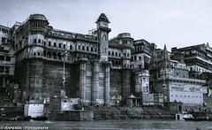 Varanasi - India (raperol) Tags: 2012 50d bn canon ganges india rio travel varanasi viaje airelibre agua arquitectura blancoynegro ciudades edificios