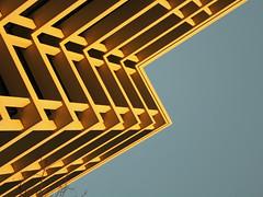 Corners (Ed Sax) Tags: brandstwiete hamburg edsax freeandhansatownofhamburg freieundhansestadthamburg architektur design muster textur fassade extradry trocken skelettbauweise beton weis blau contemporary