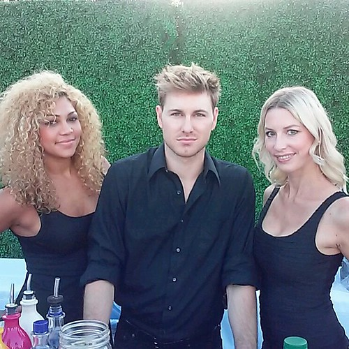 Some of our bartending beauties gearing up for a great Genlux event hosted by @carmenelectra in the stunning hills of Laguna! #enpleinair #halcyon #genlux #charlesschwab #bartenders #events #eventlife #beachlife #models #oc #californialivin #200ProofLA #2