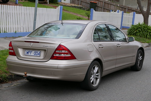 2002 Mercedes-Benz C 180 Kompressor (W 203 MY03) Elegance sedan