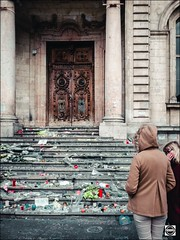 Hommage aux victimes de la barbarie du 13/11/2015 (nobru2607) Tags: lyon 28mm streetphotography ricoh grd3 grdiii