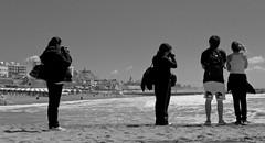 Tourists photographers (Fer Gonzalez 2.8) Tags: leica city sea people beach monochrome four blackwhite sand tourists laperla leicadlux4 phitographers