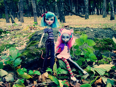 Avsila and Mouscedes (eneida_prince) Tags: monsterhigh doll dolls osalina mattel photo photos mh 2017 monsterhigh2017 photoshoot ghouliayelps zombie ooak ghouliayelpsooak monsterhighooak avsila mouscedesking mouse booyorkbooyork galaghoulfriends