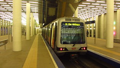 Metro Train in Rotterdam Centraal (VicunaR) Tags: nederland netherlands niederlande rotterdam metro ubahn station bahnhof train centraal lijnd ret