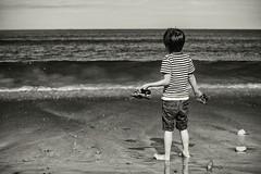 Sopiro (sandterne) Tags: familie ferie mennesker samsø vand billedsprog