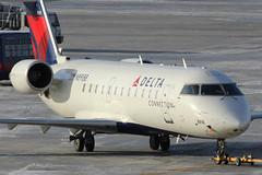 N8918B | Canadair CRJ-200LR | Delta Connection (Endeavor Air) (cv880m) Tags: newyork kennedy jfk kjfk winter snow cold n8918b canadair crj cr2 crj200 regionaljet delta dal deltaconnection endeavor endeavorair