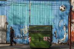 Viña del Mar, Chile (Caps!) Tags: chile streetart garbage walk caps streetphoto viñadelmar