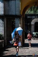 Turista accaldata (fa.bin) Tags: italy sun hot umbrella lago garda italia tourist gabriele ombrello turista caldo parasole dannunzio gardone vittoriale