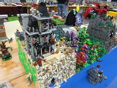 IMG_6848 (LUG Festibriques) Tags: montagne dragon lego exposition fantasy hotdogs jeu caverne fantastique auxerre 2015 scoubidou festibriques
