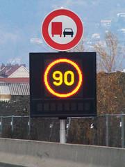 2009-0047 | A480, panneau  message variable (La Signathque) Tags: danger grenoble 110 led route autoroute signalisation 90 panneau radar lacroix trafic diode vitesse pictogramme scurit contrle a480