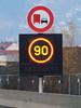 2009-0047   A480, panneau à message variable (La Signathèque) Tags: danger grenoble 110 led route autoroute signalisation 90 panneau radar lacroix trafic diode vitesse pictogramme sécurité contrôle a480