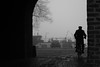 De poort door (Gerrit Veldman) Tags: koornmarktspoort kampen overijssel nederland netherlands mist fog fiets bike
