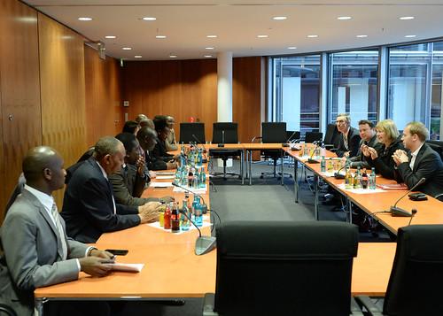 Gespräch mit den Mitgliedern des kenianischen Rechnungsprüfungsausschusses. Foto: Deutscher Bundestag/Achim Melde.