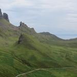 La voiture rouge, les Quiraings,  péninsule de Trotternish, île de Skye, Ross and Cromarty, Highland, Ecosse, Royaume-Uni. thumbnail