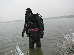 Diving at Murner See, 31-DEC-16 (CZDiver) Tags: scubagear scubadiving divinggear gatesproam1050drysuit aqualungmistral blackrubberdrysuit scubadiver scuba drysuit drysuitdiving