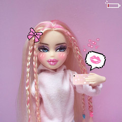 ily but my phone's about to die! (glowinghunty) Tags: bratz bratzies bratzillas bratzdoll bratzdolls doll dolls fashiondoll fashion mga entertainment mgae mgaentertainment mattel barbie mh monsterhigh eah everafterhigh projectmc2 project mc2 dollphotography dollcollector iphone selfie snatched cloe angel twistystyle twisty style girl gorgeous blonde pink cybergirl internetprincess glowinghunty glowing hunty