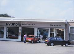 Ford Escort / Hyundai Pony (Quatrelle4ever) Tags: autobedrijf hyundai dealer